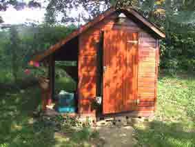 chalet de pension avec enclos de 70 m2 herbe et arbres